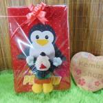 Paket kado lahiran bayi baby gift set box sweater plus boneka motif Pinguin FREE KARTU UCAPAN